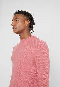 Filippa K - TOBIAS - Stickad tröja - pink cedar - 3
