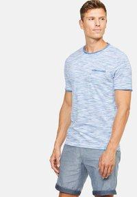 Colours & Sons - MARIO - Print T-shirt - blau - 0