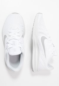 Nike Performance - DOWNSHIFTER  - Obuwie do biegania treningowe - white/wolf grey/pure platinum - 1