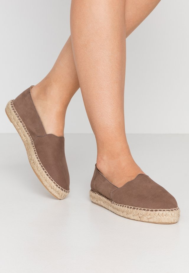 ESPADRILLES KLASSISCHE - Espadrille - light brown