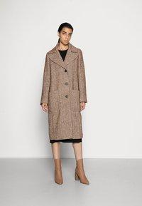 FUCHS SCHMITT - Classic coat - nuss/creme - 0