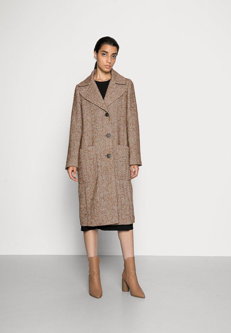 FUCHS SCHMITT - Classic coat - nuss/creme