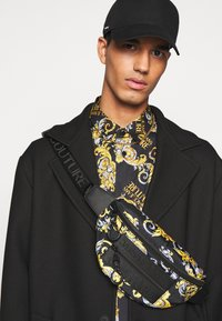 Versace Jeans Couture - PRINT LOGO NEW - Shirt - nero - 5