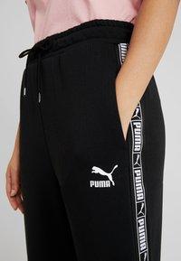 Puma - CLASSICS TAPE PANT - Træningsbukser - black - 4