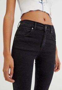 PULL&BEAR - PUSH UP - Jeans Skinny Fit - black - 6