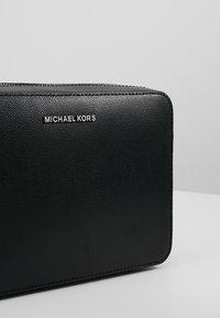MICHAEL Michael Kors - JET SET TRAVEL  - Across body bag - black - 6