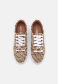 Guess - BABEE - Tenisky - beige/light brown - 5