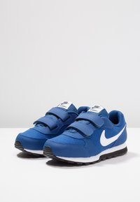 Nike Sportswear - MD RUNNER 2 BPV - Trainers - gym blue/white/black - 3