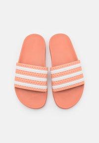 adidas Originals - ADILETTE UNISEX - Sandalias planas - ambient blush/white - 3
