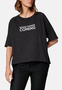 comma casual identity - MIT SCHRIFTPRINT - Print T-shirt - grey - 4