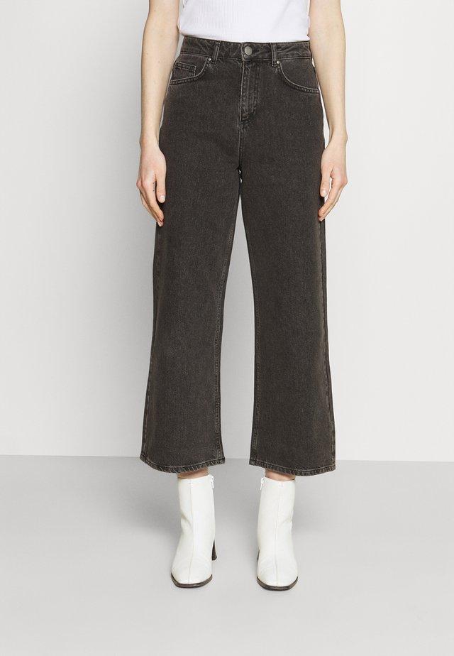 CINZIA - Široké džíny - black