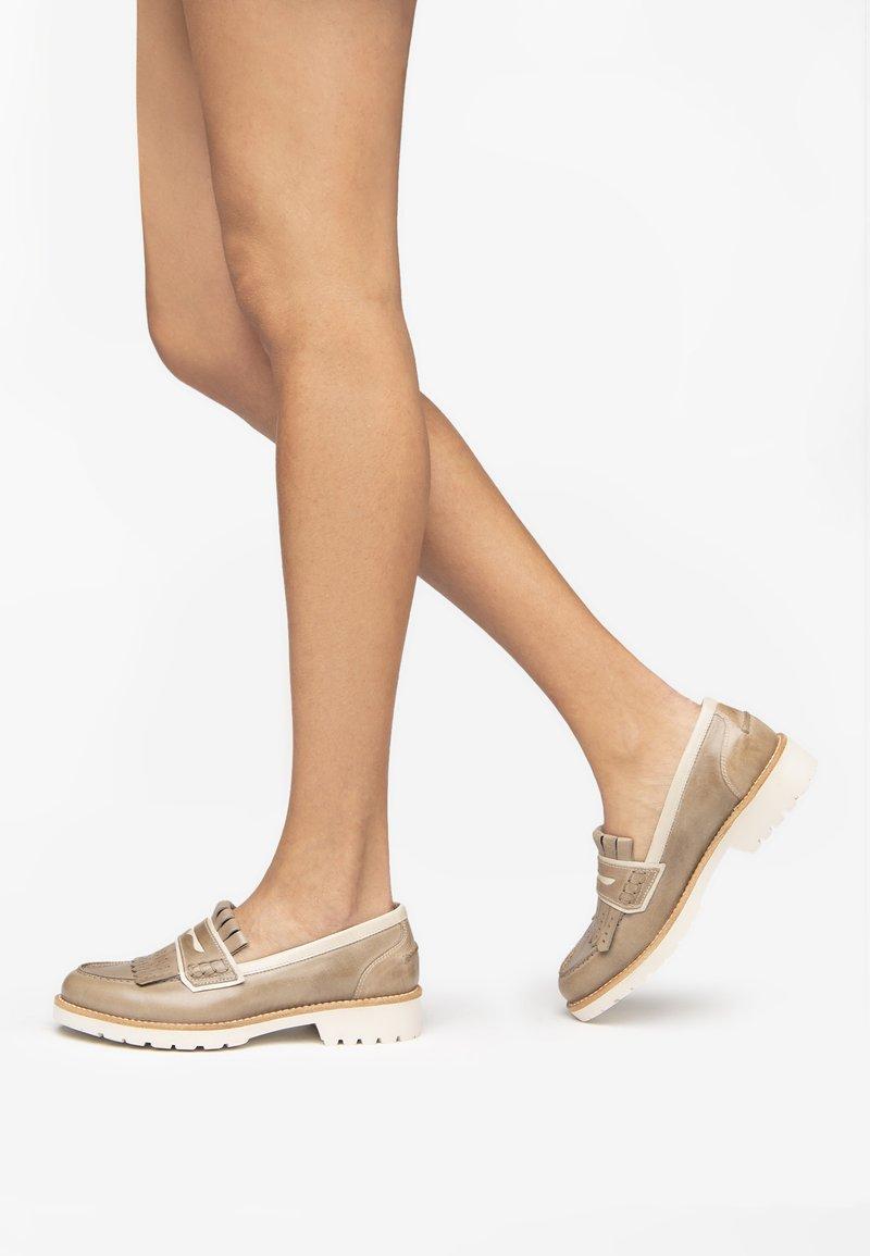 NeroGiardini - Nazouvací boty - tortora