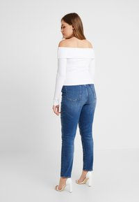 Good American - FOLD OVER OFF SHOULDER - T-shirt à manches longues - white - 6