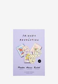 Make up Revolution - REVOLUTION X FRIENDS FEMALE SHEET MASK SET - Skincare set - white decorative - 1