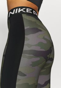 Nike Performance - TIGHT 7/8 CAMO - Legginsy - thunder grey/black/white - 3