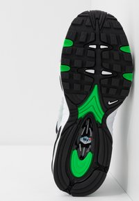 Nike Sportswear - AIR MAX TAILWIND IV - Trainers - wolf grey/green spark/white/black - 5