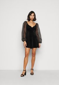Missguided Petite - PUFF SLEEVE SKATER DRESS - Day dress - black - 1