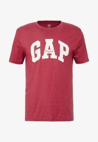 GAP - V-LOGO ORIG ARCH - Camiseta estampada - indian red - 4