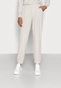 ONLY Petite - ONLNELLA PANTS - Tracksuit bottoms - pumice stone mellange - 0