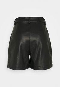 Vero Moda Tall - VMSOLAFIE COATED - Shorts - black - 1
