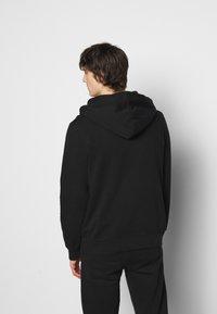 Han Kjøbenhavn - CASUAL HOODIE - Sweatshirt - faded black/red - 2
