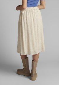 Nümph - NUCOURTNEY SKIRT - Pleated skirt - brazillian sand - 2