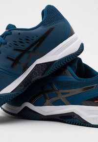 ASICS - GEL-CHALLENGER 12 CLAY - Clay court tennis shoes - mako blue/gunmetal - 5