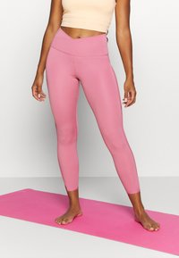 Nike Performance - YOGA CORE CUTOUT 7/8 - Leggings - desert berry/light arctic pink - 0