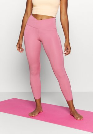 YOGA CORE CUTOUT 7/8 - Punčochy - desert berry/light arctic pink