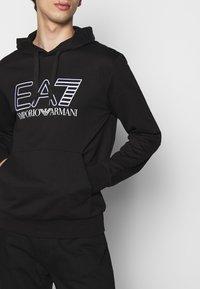 EA7 Emporio Armani - Felpa con cappuccio - black/white - 4