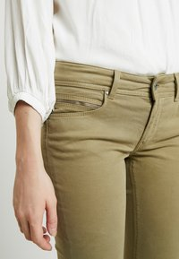 Pepe Jeans - KATHA - Spodnie materiałowe - brown olive - 6