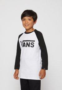 Vans - BY VANS CLASSIC RAGLAN BOYS - Longsleeve - white/black - 0