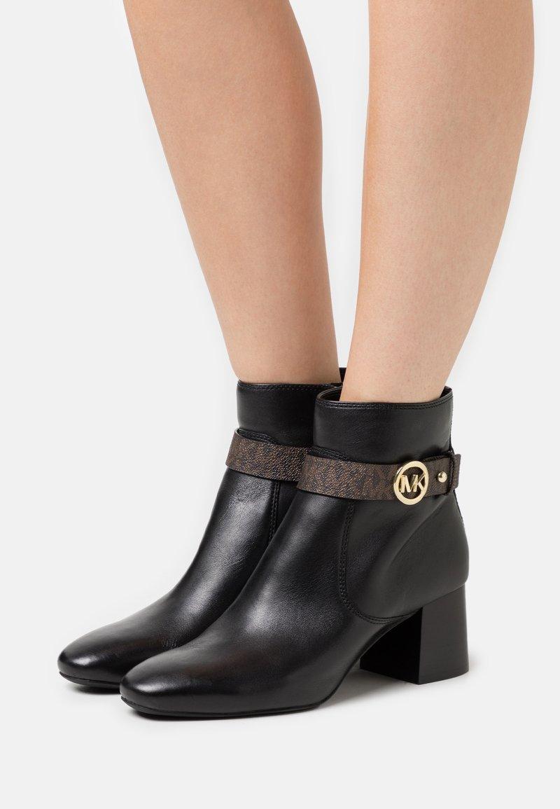 MICHAEL Michael Kors - ABIGAIL FLEX BOOTIE - Classic ankle boots - black/brown
