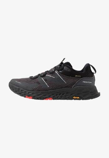 FRESH FOAM HIERRO GORE-TEX - Trail running shoes - black