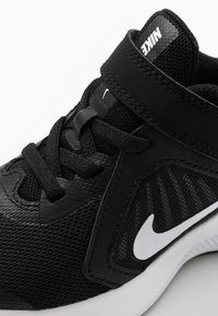 Nike Performance - DOWNSHIFTER 10 UNISEX - Hardloopschoenen neutraal - black/white/anthracite