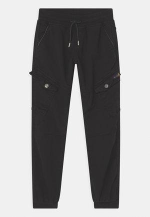 BOYS STREETWEAR - Cargo trousers - schwarz reactive