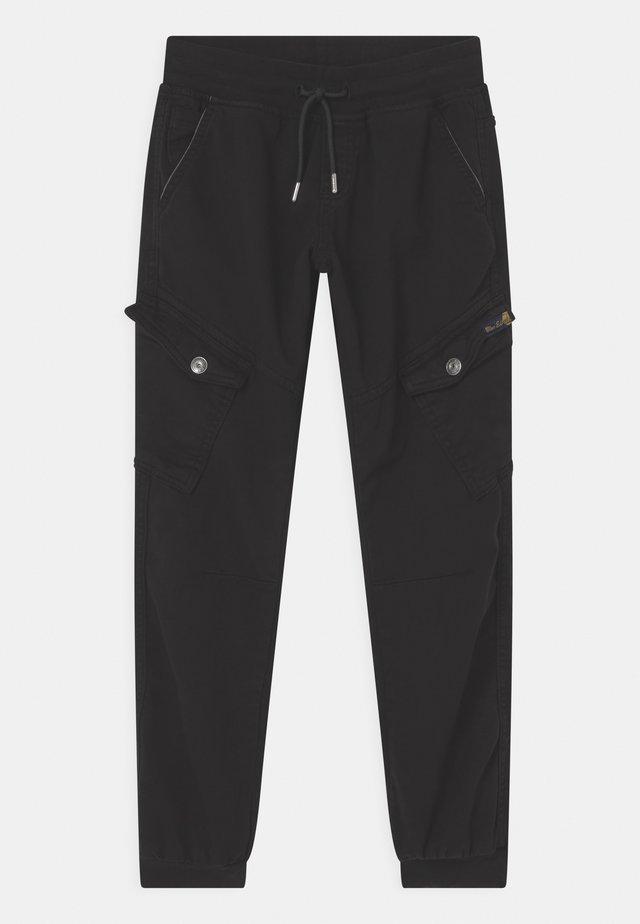 BOYS STREETWEAR - Reisitaskuhousut - schwarz reactive