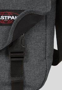 Eastpak - CORE COLORS/AUTHENTIC - Across body bag - mottled dark grey - 5