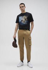 PULL&BEAR - Cargo trousers - beige - 1