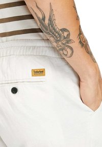Timberland - Tracksuit bottoms - white sand - 4