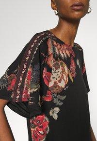 Desigual - GABI - T-shirts med print - black - 5