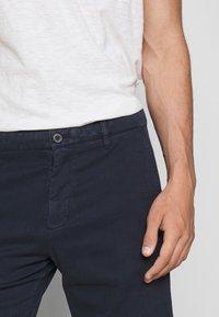 NN07 - CROWN - Shorts - navy blue - 4