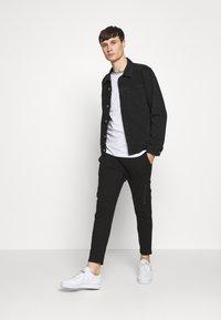 Bellfield - TIPPED CREW NECK TEE - Basic T-shirt - white - 1