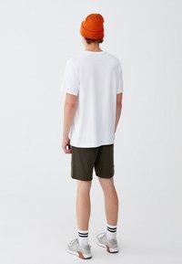 PULL&BEAR - MIT BRUSTTASCHE - T-shirt - bas - white - 1