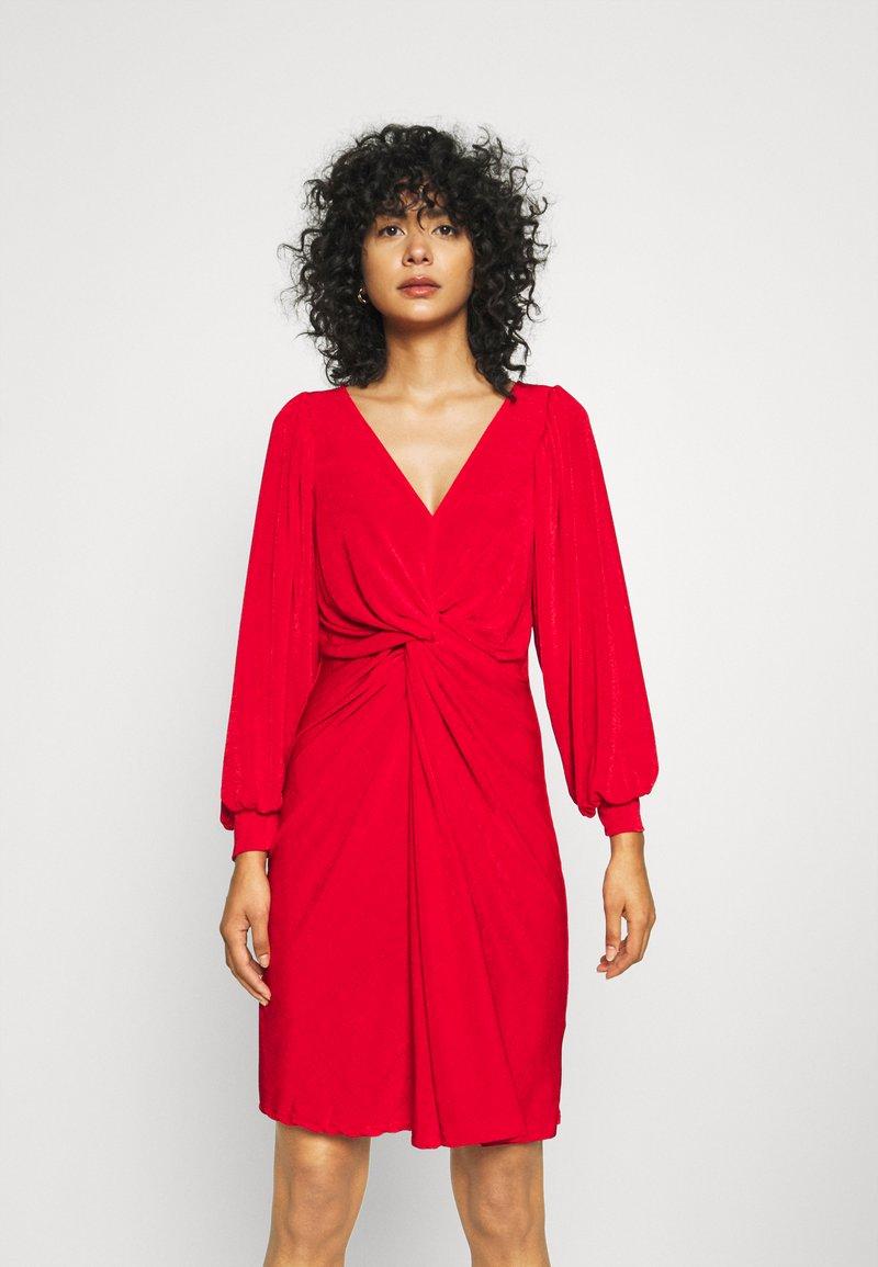 Closet - LONDON TWIST PENCIL DRESS - Jersey dress - red