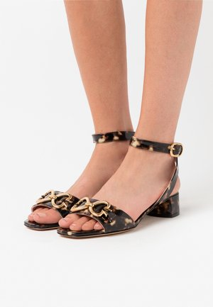 LAGOON HEART CHAIN - Sandals - light tan