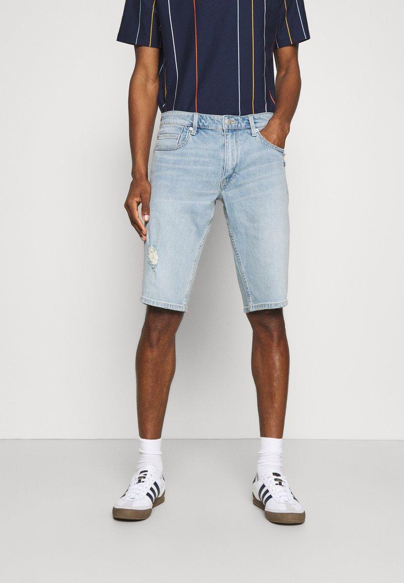 s.Oliver - BERMUDA - Jeans Shorts - light blue denim