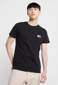 Tommy Jeans - BADGE TEE - T-shirts basic - black - 0
