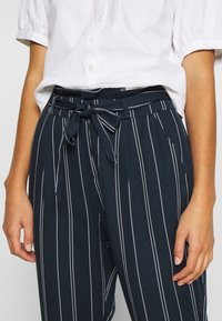 Vero Moda - VMEVA LOOSE PAPERBAG STRIPE PANT - Trousers - navy blazer/birch - 4