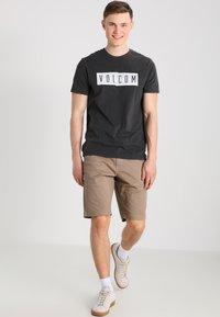 Volcom - FRICKIN MODERN - Shorts - khaki - 1